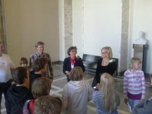 Föglö skola med Britt Inger Wahe och guiden