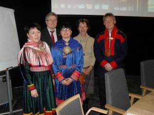Representanter för samerna, en representant för majoriteten och en representant för Åland i samma hus