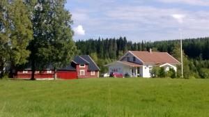 Vid en tur på norska landsbygden passeras många bekanta släktgårdar