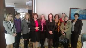 Tillsammans med kvinnliga parlamentariker från Bosnien-Hercegovina. Personen till vänster om Elisabeth med den rosa scarfen är kvinnonätverkets ordförande Hafeza Sabljaković