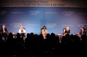 Bild från Belgrade Security Forum 2013. Numer Kroatiens president Kolinda Grabar-Kitarović till vänster i bild